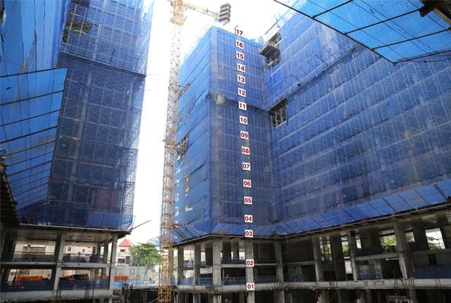 Đang thi công cốp pha sàn tầng 17 block D Sky Center