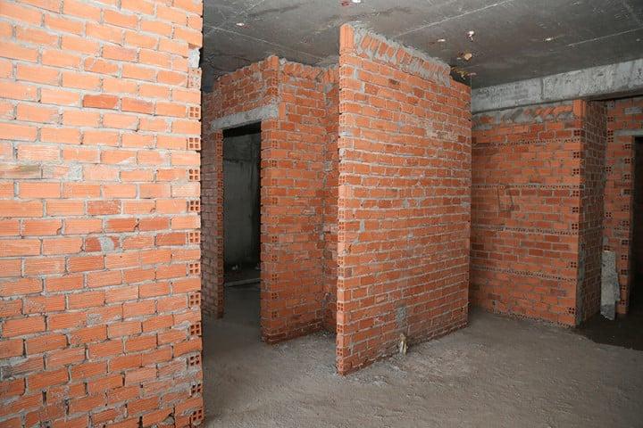 Đã xây tường bao căn hộ tầng 14 – block B