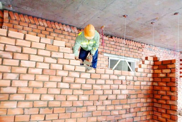 Đang xây tường bao từ tầng 19 đến 22 block B