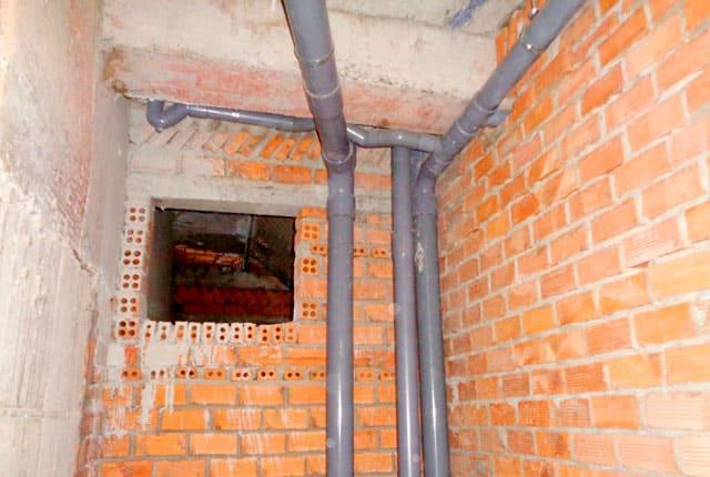 Đang thi công hệ thống thoát nước từ tầng 6 đến tầng 10 block A và tầng 5 đến tầng 6 block B