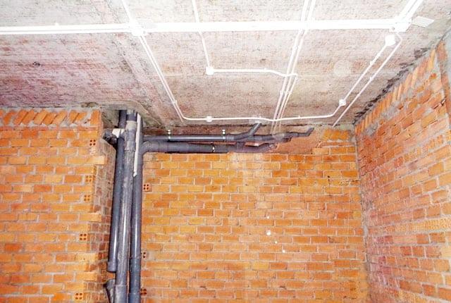 Đang thi công điện âm tường, điện trần tầng 9, tầng 15, tầng 16 block A và tầng 18 block B