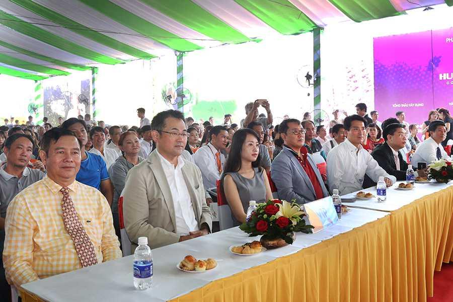 Chương trình cũng hân hạnh đón tiếp sự tham dự của Ông Phạm Khắc Khoan – Phó Tổng giám đốc Hung Thinh Corp (ngoài cùng bên trái) cùng đại diện các Công ty đối tác