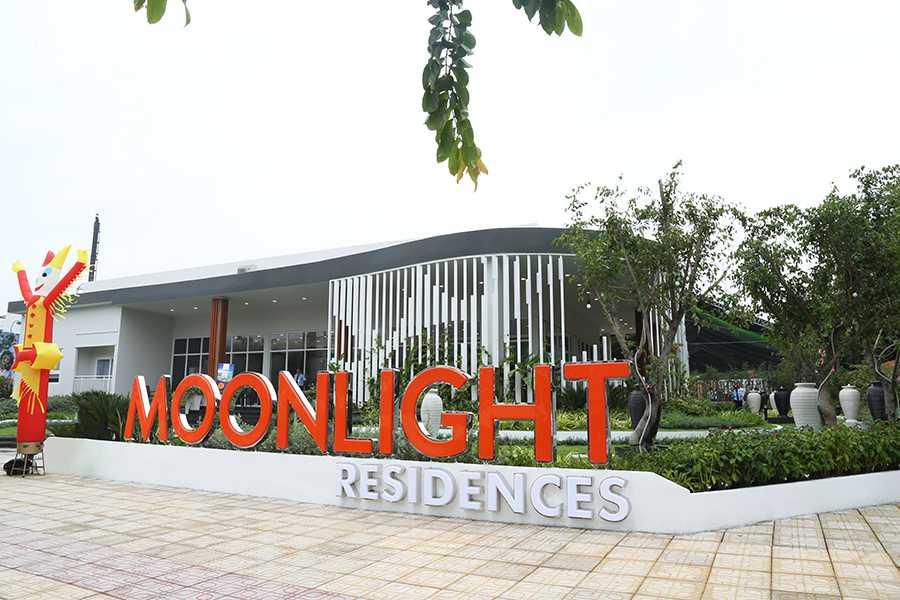 Toàn cảnh khu nhà mẫu và phòng kinh doanh dự án Moonlight Residences là sự kết hợp hài hòa của kiến trúc và sắc xanh của thiên nhiên