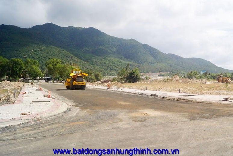 Công tác thi công làm nền đường D2 - khu D16 dự án Golden Bay