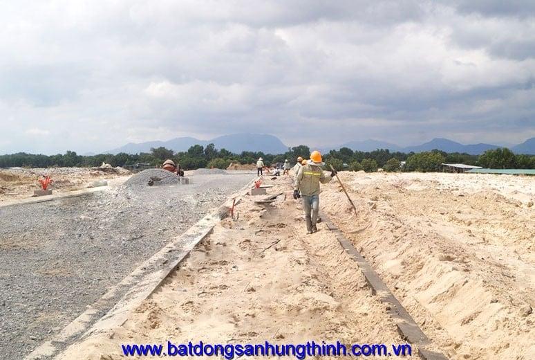 Công tác thi công bó nền đường D9 - khu D17 Golden Bay Bãi Dài Cam Ranh Nha Trang