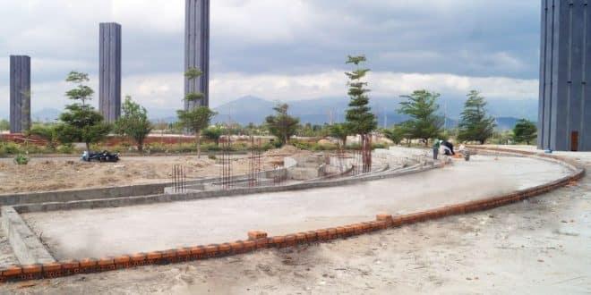 Công tác thi công đổ bê tông móng hồ phun nước trụ cổng chào Golden Bay Cam Ranh Nha Trang