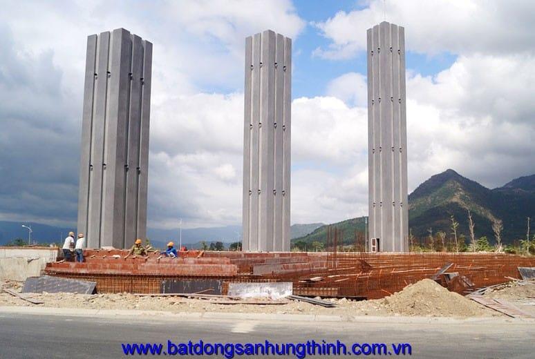 Công tác thi công đổ bê tông móng hồ phun nước trụ cổng chào Golden Bay Nha Trang