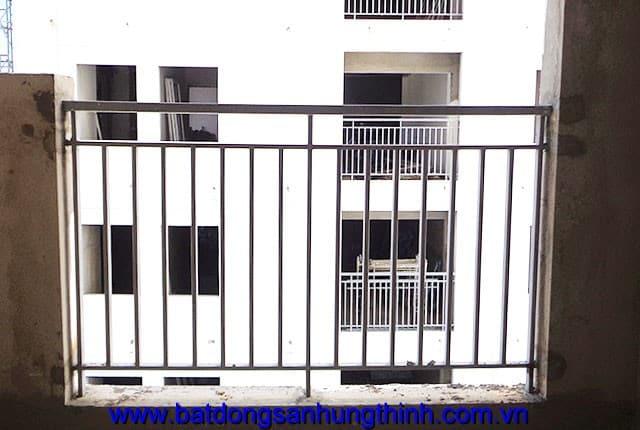 Công tác lắp đặt lan can ban công tầng 12, 13, 14, từ tầng 16 đến tầng 25 block A chung cư Melody Vũng Tàu