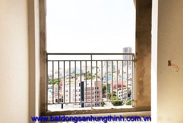 Công tác lắp đặt lan can ban công từ tầng 6 đến tầng 26 block B chung cư Melody Vũng Tàu