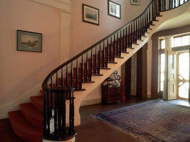 Thiết kế cầu thang căn hộ, chung cư – những điều cần biết !