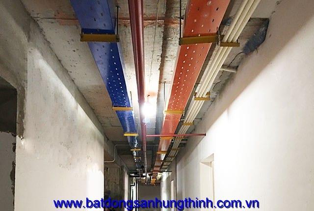 Lắp đặt hệ thống máng điện từ tầng 6 đến tầng 12 block A chung cư Vũng Tàu Melody