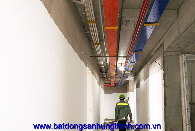 Lắp đặt hệ thống máng điện từ tầng 6 đến tầng 13 block B can ho Vũng Tàu Melody Hưng Thịnh
