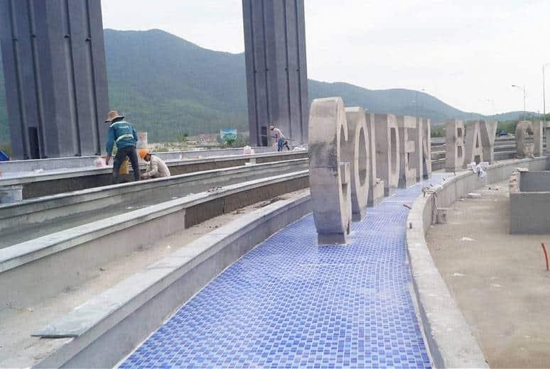 Công tác thi công lát gạch hồ phun nước trụ cổng chào Quảng Trường khu D16