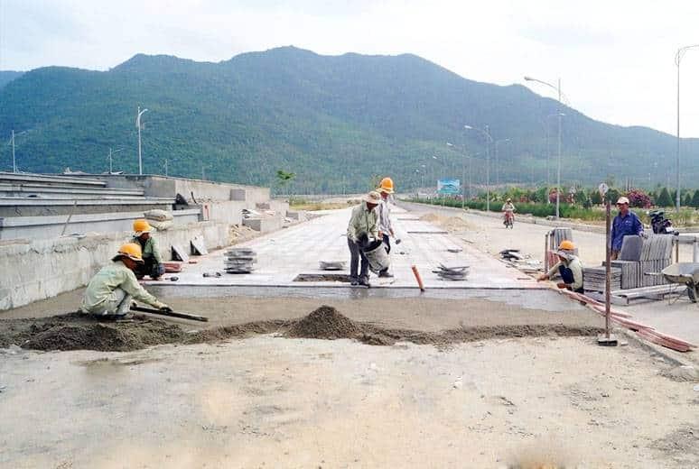 Công tác thi công lát gạch vỉa hè Quảng Trường khu D16