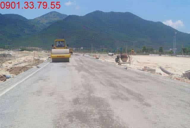 Công tác thi công đường D8 - khu D17 dự án Golden Bay