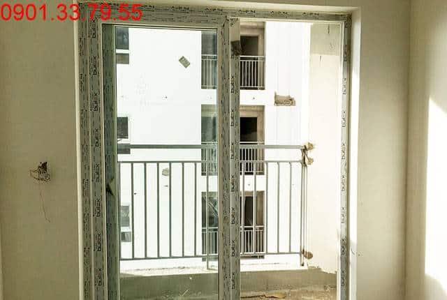 Công tác lắp đặt cửa nhựa từ tầng 5 đến tầng 25 block A; tầng 6 đến tầng 21, 24, 25 block B chung cư Melody Vũng Tàu
