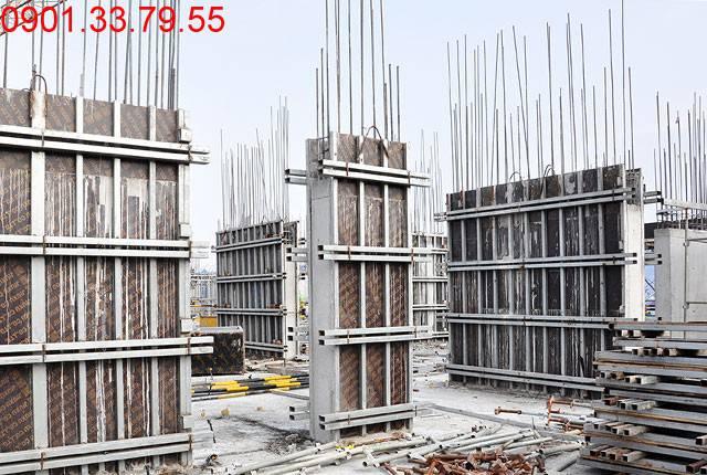 Hoàn thành đổ bê tông sàn tầng 5 và thi công cột sàn tầng 6 block A, B căn hộ Monlight Park View Hưng Thịnh
