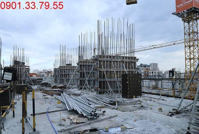 Hoàn thành đổ bê tông sàn tầng 4 và thi công cột sàn tầng 5 block C căn hộ Monlight Park View Bình Tân