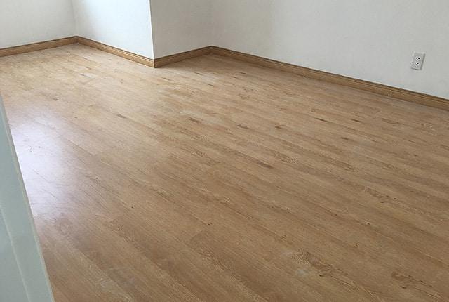Lắp đặt sàn gỗ từ tầng 6 đến tầng 19 block A; tầng 6 đến tầng 15 block B căn hộ Melody Vũng Tàu
