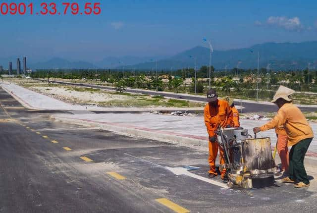 Công tác thi công sơn vạch kẻ đường dự án Golden Bay