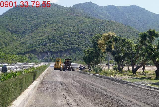 Công tác thi công cấp phối làm đường D6 - khu D16 Golden Bay Khánh Hòa