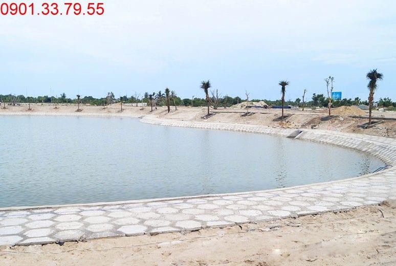 Hình ảnh thi công Công tác thi công lát gạch hồ cảnh quan khu D16 dự án Golden Bay