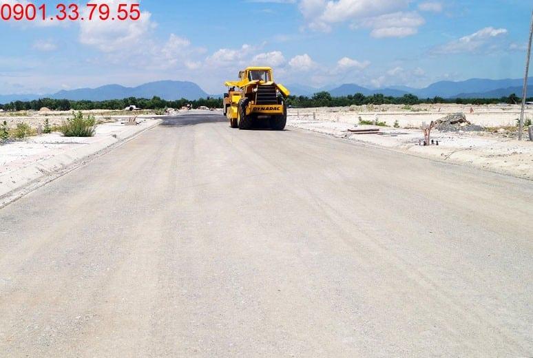 Công tác thi công lu nền đường D8 - khu D17 Golden Bay