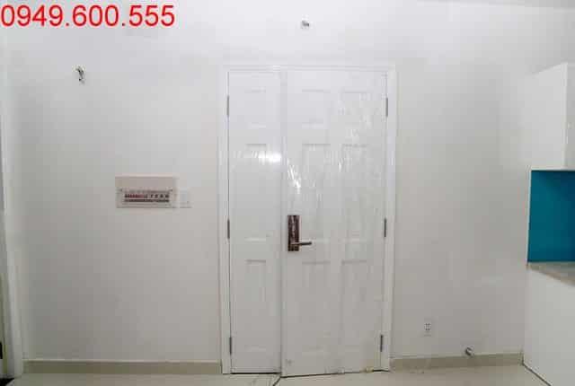 Lắp đặt cửa chính căn hộ tầng 6 Block B và Block C căn hộ chung cư Florita