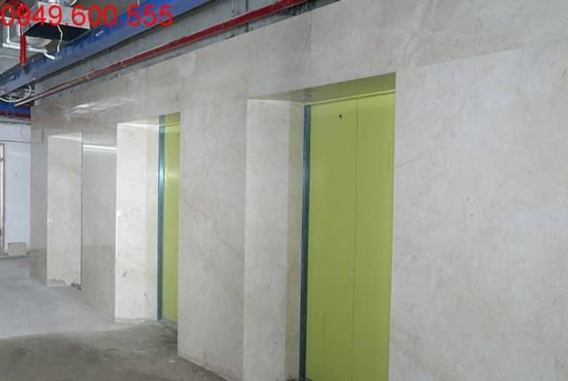 Công tác lát gạch thang máy block A, B, C, D dự án Sky Center Hưng Thịnh