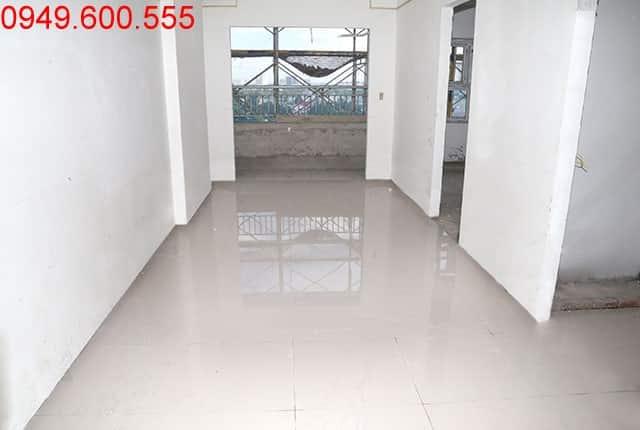 Lát gạch căn hộ tầng 8 block A và block B chung cư Lavita Garden Hưng Thịnh