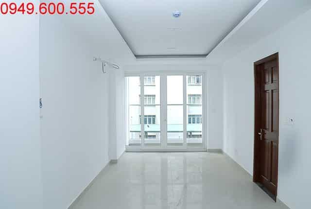 Lát gạch từ tầng 4 đến tầng 15 block A, B; tầng 9 block C, D căn hộ Sky Center