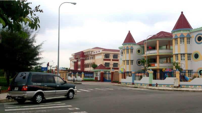 Trường tiểu học ngay đối diện Fresca Riverside