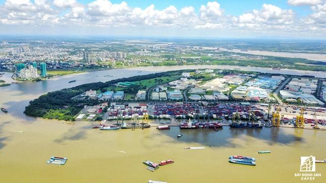 Khu cảng hàng hóa Tân Thuận cũng đã được thành phố lên lộ trình di dời cấp bách.