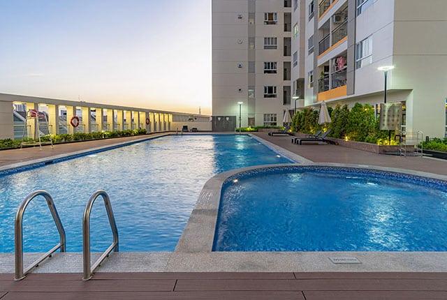 Hồ bơi khu căn hộ Moonlight Residences