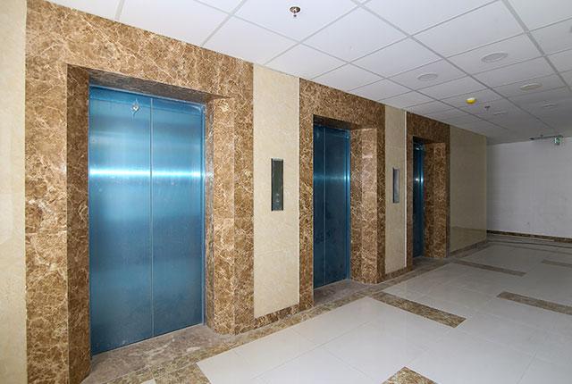 Hình ảnh khu vực thang máy và hành lang căn hộ