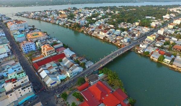 Cầu Bạch Đằng nối phường 5 và phường 1 thành phố Vĩnh Long