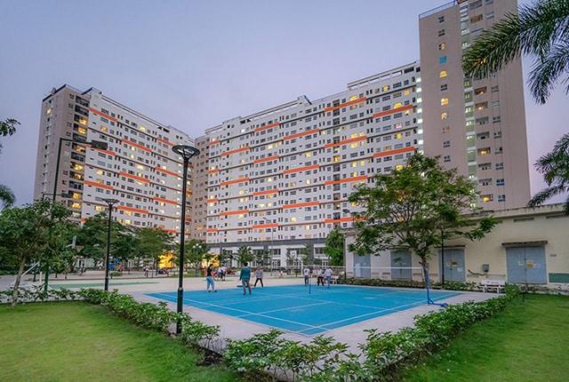 Tổng thể khu căn hộ và sân tennis