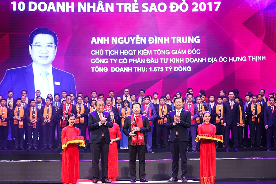 Doanh nhân Nguyễn Đình Trung nhận Giải thưởng Doanh nhân trẻ Sao Đỏ 2017